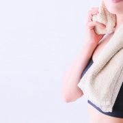 Togliere l'odore di sudore dai vestiti